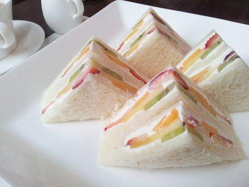 Sandwich de frutas para ninos