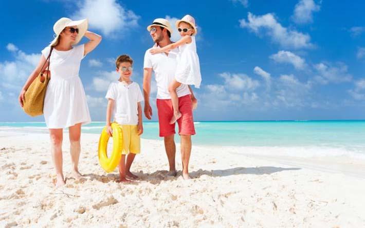 Niños de vacaciones con sus padres