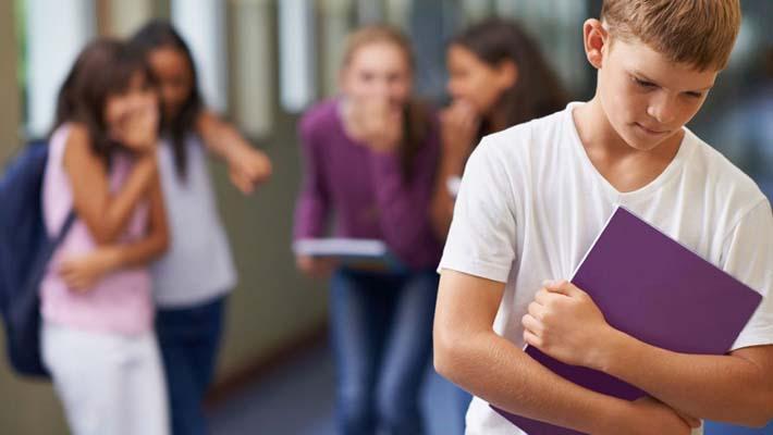 Niño sufriendo acoso escolar