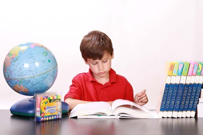 Ayudar a los hijos a hacer los deberes