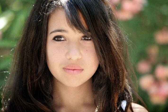 Chica triste: Ayudar a nuestros hijos por su ruptura sentimental