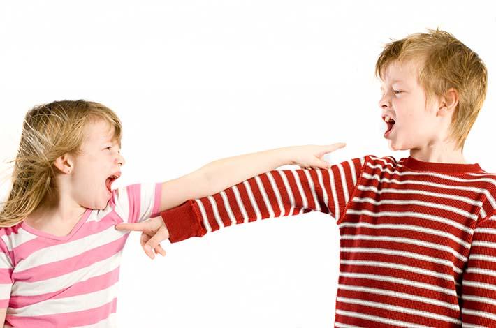 hermanos-discutiendo