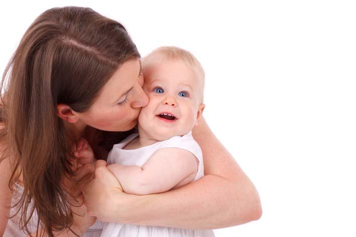 canguro-cuidando-a-un-bebe