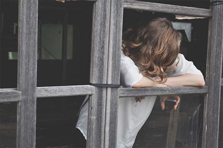 Mujer con depresión posparto