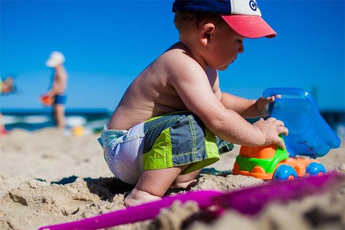 hijos en la playa