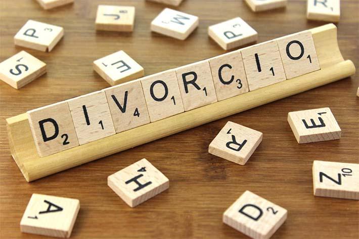 Divorcio con fichas de Scrabble