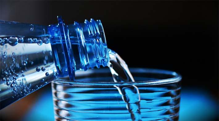 Agua para evitar la deshidratación