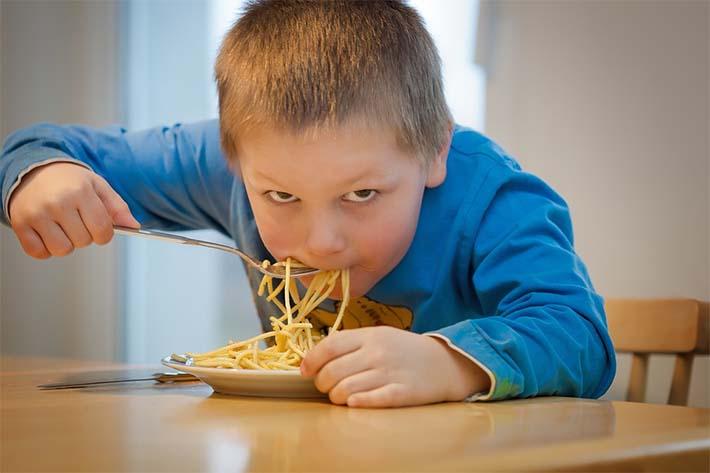 la importancia de comer bien en los niños